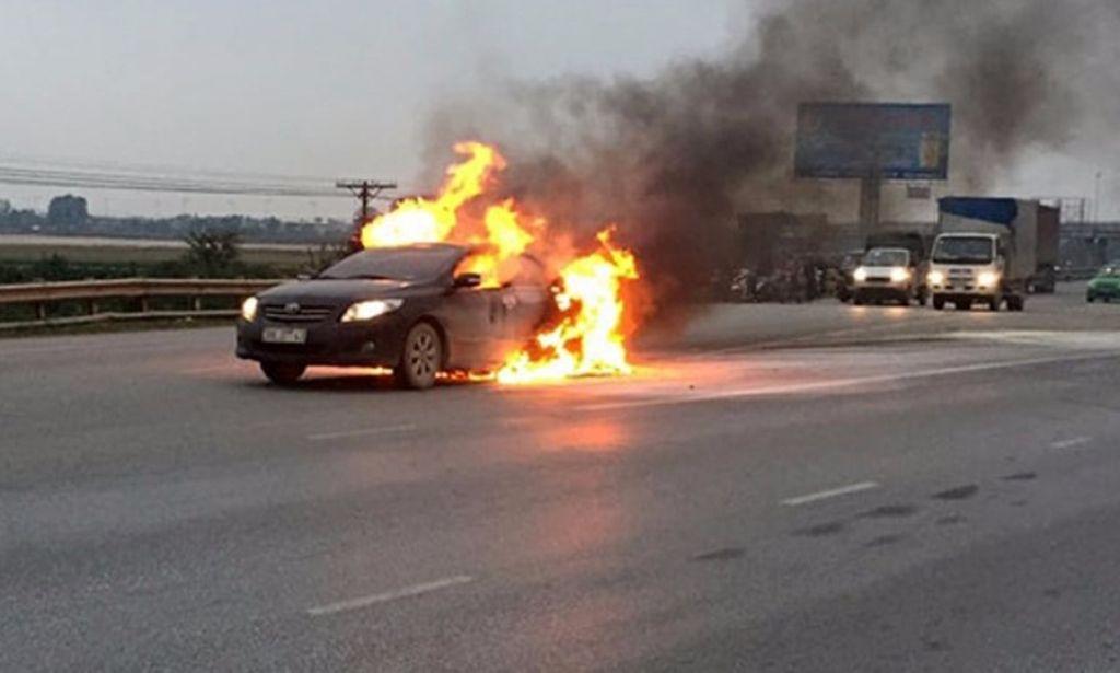 9 nguyên nhân khiến ô tô bốc cháy, có hay không lỗi của nhà sản xuất?                                            -5