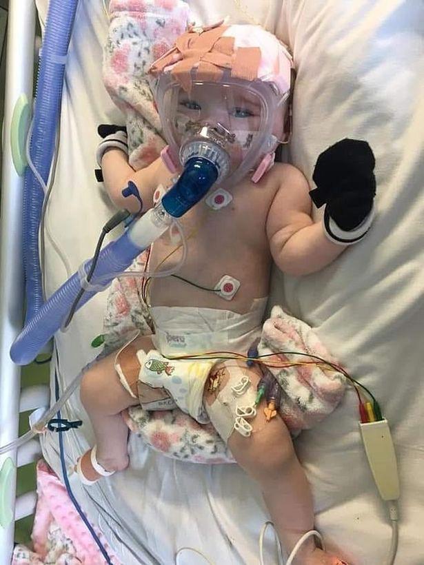 """Dù đang mắc bệnh tim nhưng bé gái 6 tháng tuổi vẫn đánh bại"""" virus SARS-CoV-2 trong niềm hạnh phúc tột độ của nhiều người -1"""