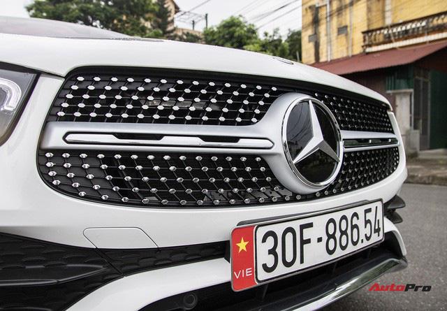 Mua xe chưa lâu đã ra phom mới, dân chơi Hà thành chi 250 triệu đồng lột xác Mercedes-Benz GLC 200 cũ thành GLC 300 AMG 2020-2