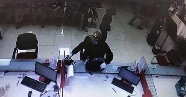 Vụ nổ súng cướp ngân hàng ở Sóc Sơn: Nghi phạm đã ra đầu thú