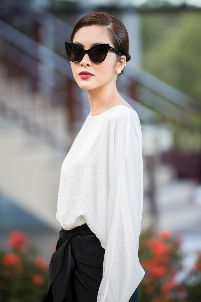 Bộ ảnh Hà Tăng diện áo dài trắng 8 năm trước bất ngờ hot trở lại: Nhìn là mê đắm vì chị đẹp, thảo nào bao người say mê!-9