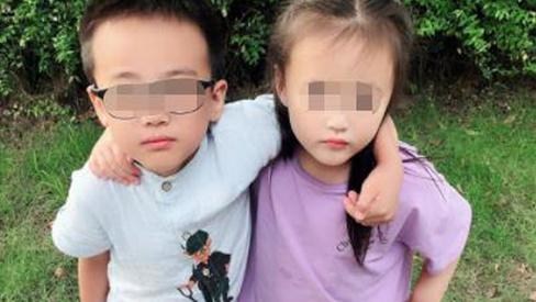 Ngủ chung giường với chị gái 11 năm, bé trai nói 1 câu khiến mẹ hoảng sợ