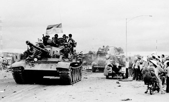 Đại tá Nguyễn Khắc Nguyệt: Giải mật lời đồn lính xe tăng Bắc Việt bị xích vào xe-2