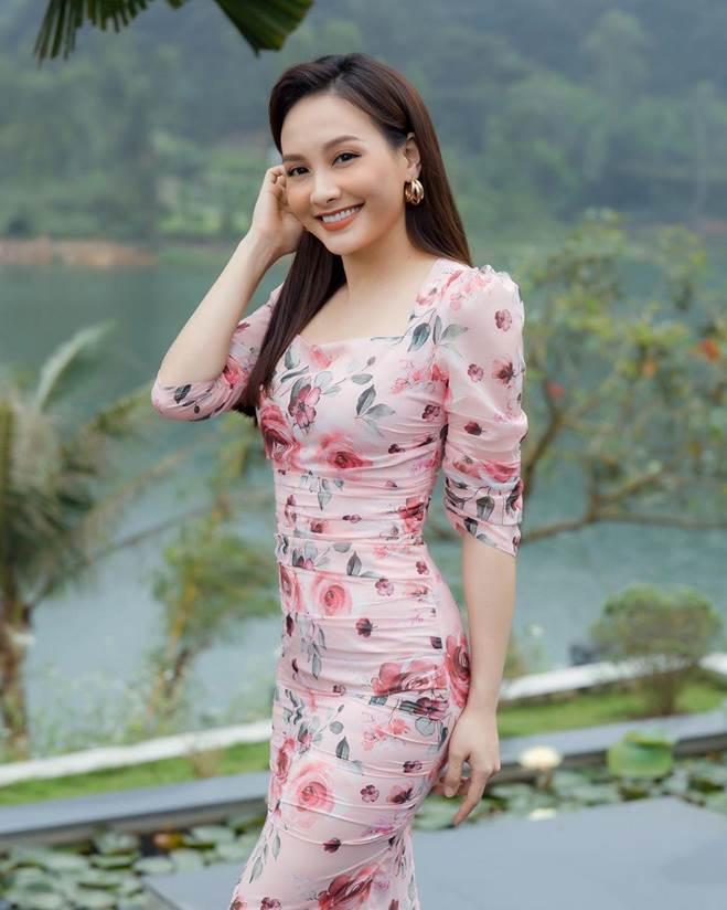 Cả dàn sao Việt mê xúng xính hoa rực rỡ, chị em không diện hè này thì quả là phí!-7