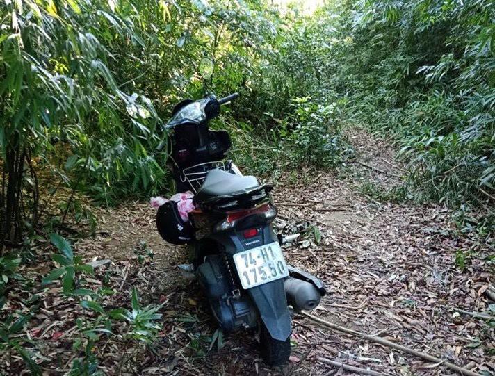 Ảnh: 20 giờ trèo đèo, lội suối tìm kiếm 2 cô gái bị lạc trong rừng sâu-3