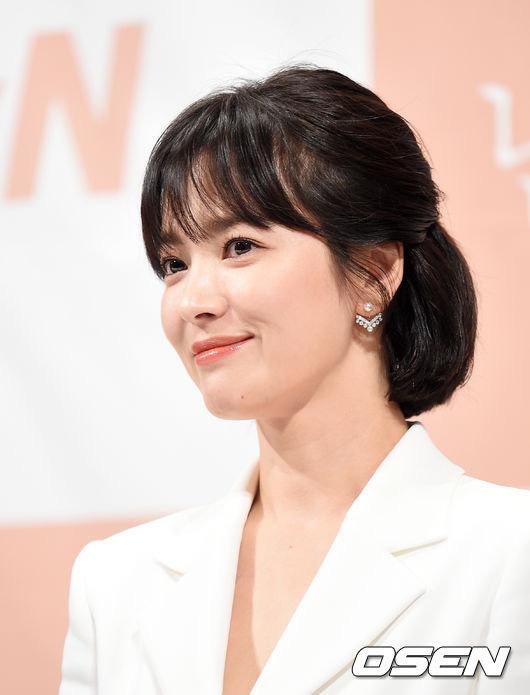 Chỉ mong Song Hye Kyo mãi nhẹ nhàng xinh đẹp tựa nữ thần, đừng 5 lần 7 lượt cố quá đến mức dọa fan thế này-15