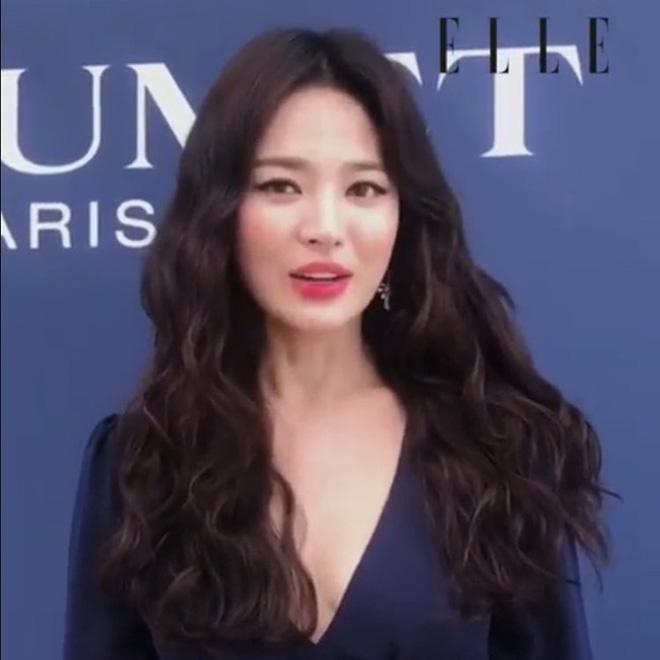 Chỉ mong Song Hye Kyo mãi nhẹ nhàng xinh đẹp tựa nữ thần, đừng 5 lần 7 lượt cố quá đến mức dọa fan thế này-5