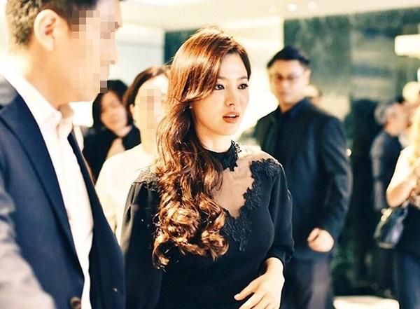Chỉ mong Song Hye Kyo mãi nhẹ nhàng xinh đẹp tựa nữ thần, đừng 5 lần 7 lượt cố quá đến mức dọa fan thế này-6