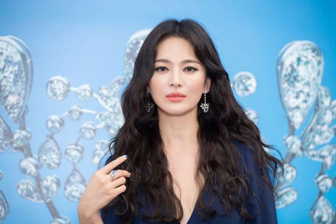 Chỉ mong Song Hye Kyo mãi nhẹ nhàng xinh đẹp tựa nữ thần, đừng 5 lần 7 lượt cố quá đến mức dọa fan thế này-3