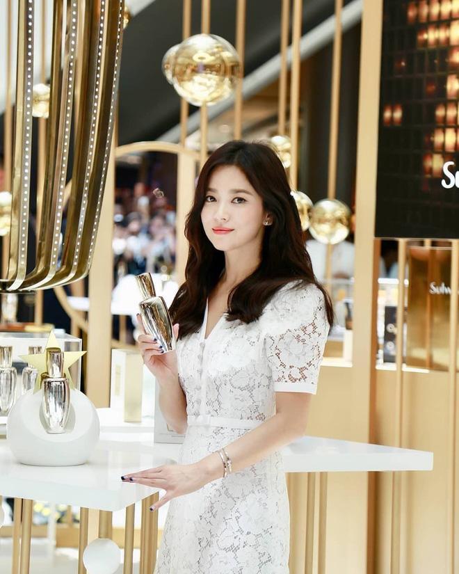 Chỉ mong Song Hye Kyo mãi nhẹ nhàng xinh đẹp tựa nữ thần, đừng 5 lần 7 lượt cố quá đến mức dọa fan thế này-13