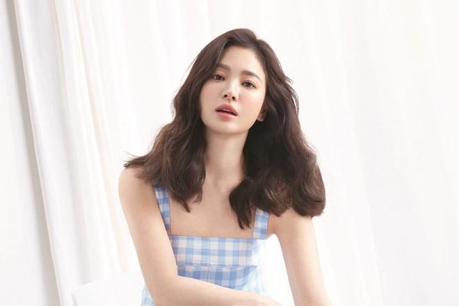 Chỉ mong Song Hye Kyo mãi nhẹ nhàng xinh đẹp tựa nữ thần, đừng 5 lần 7 lượt cố quá đến mức dọa fan thế này-12