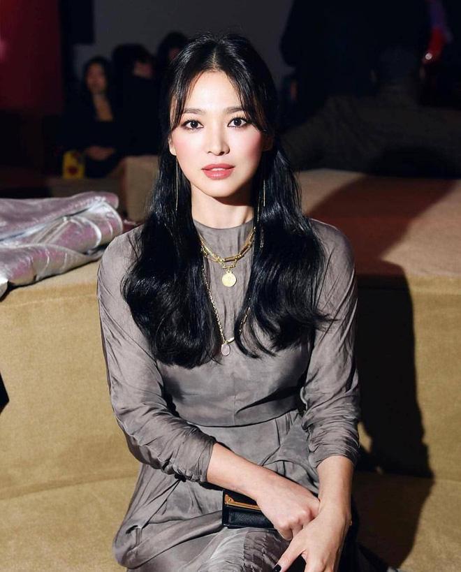 Chỉ mong Song Hye Kyo mãi nhẹ nhàng xinh đẹp tựa nữ thần, đừng 5 lần 7 lượt cố quá đến mức dọa fan thế này-2