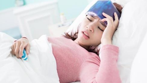 Triệu chứng dễ nhầm lẫn giữa sốt xuất huyết và sốt thường, để lâu dễ gây ảnh hưởng đến tính mạng