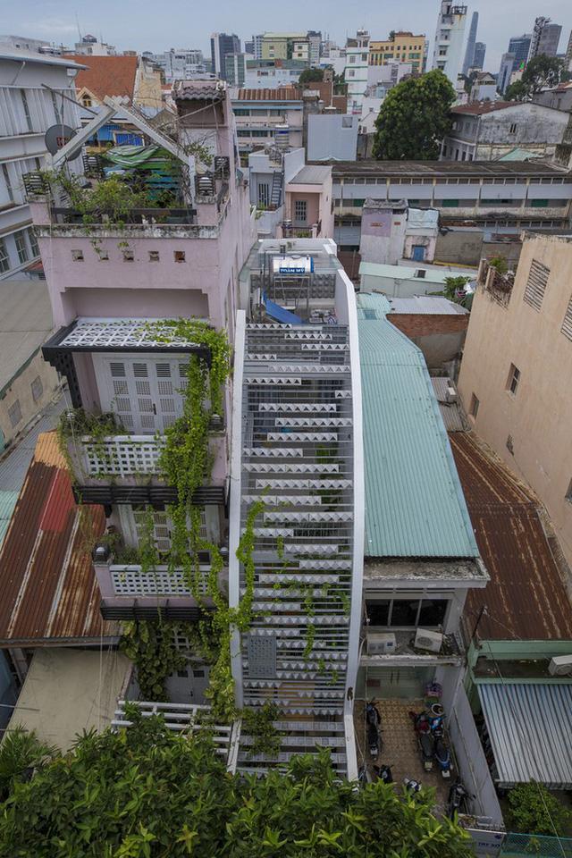 Ngôi nhà ống hẹp ở Sài Gòn với mặt tiền uốn cong vô cùng ấn tượng                         -2