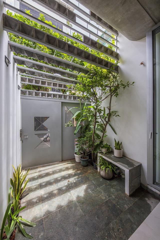 Ngôi nhà ống hẹp ở Sài Gòn với mặt tiền uốn cong vô cùng ấn tượng                         -13