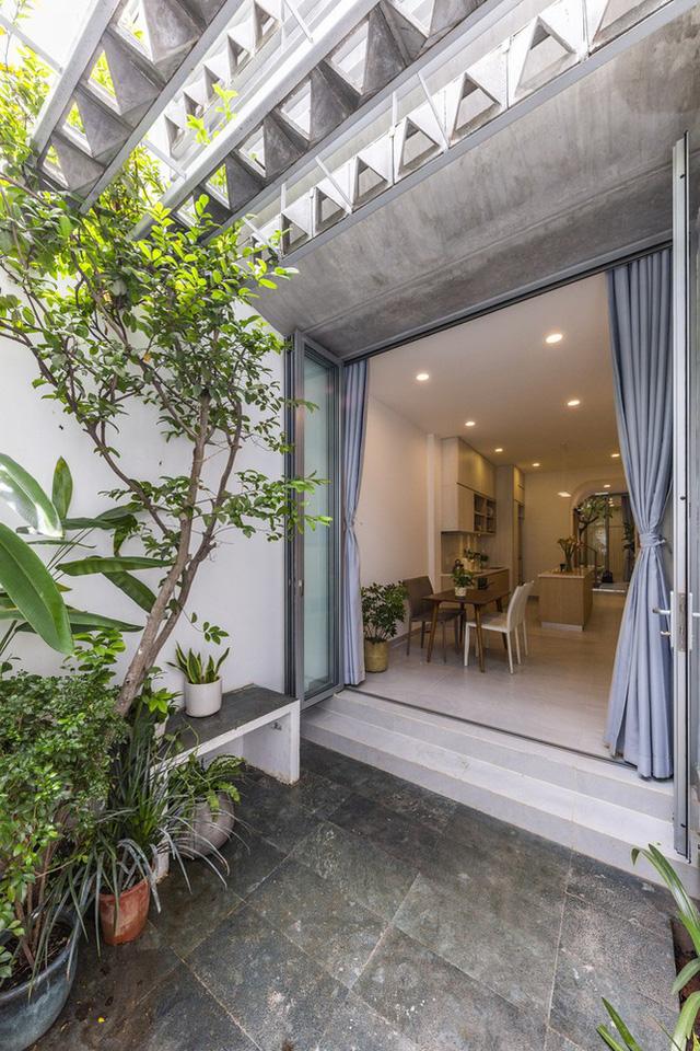Ngôi nhà ống hẹp ở Sài Gòn với mặt tiền uốn cong vô cùng ấn tượng                         -4