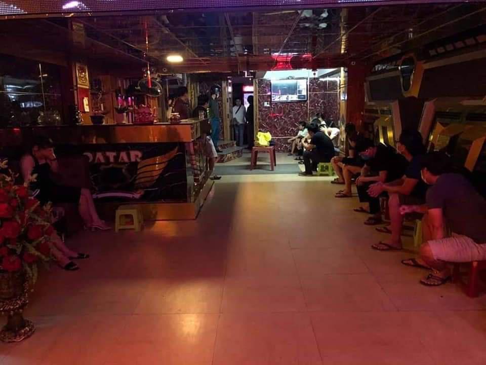 9 thanh niên nam nữ phê ma túy trong quán karaoke bất chấp lệnh cấm mở cửa đón khách-1