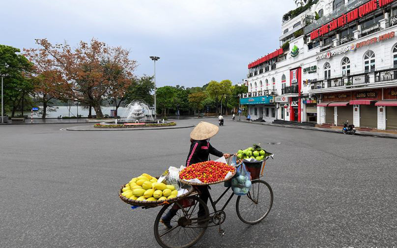 Hà Nội: Người khó khăn do dịch Covid-19 nhận hỗ trợ trước 30/4