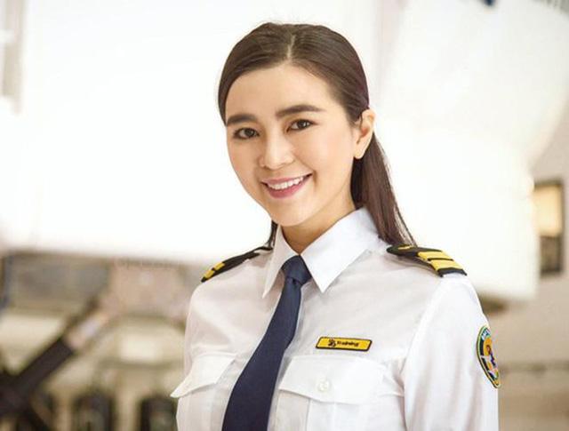 Nhan sắc quyến rũ của nữ diễn viên Việt quyết tâm bẻ lái làm phi công hãng hàng không Bamboo Airways-9