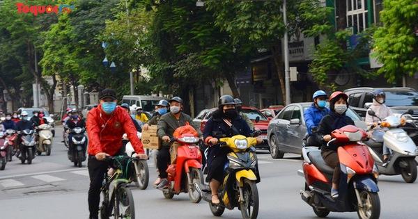 Hà Nội: Cấm các cửa hàng không thiết yếu mở cửa trước 9h