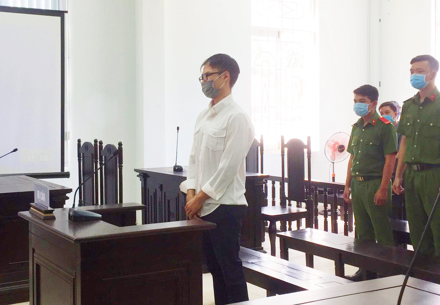 TP.HCM: Đánh bác bảo vệ khi được nhắc nhở đeo khẩu trang, nam thanh niên bị phạt 12 tháng cải tạo không giam giữ-2
