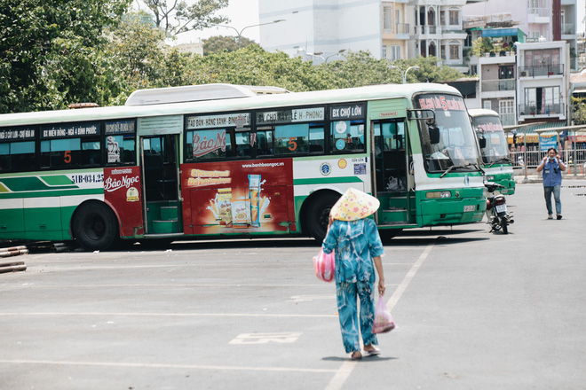 Từ sáng tới trưa chỉ có 4 khách, xe buýt ở Sài Gòn phòng dịch như thế nào trong ngày đầu hoạt động trở lại?-1