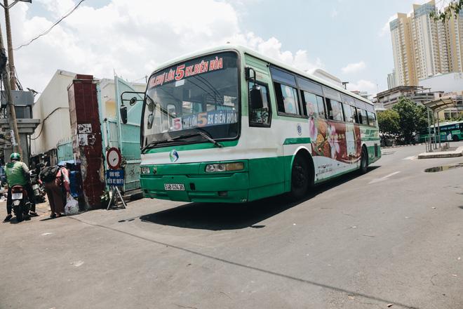 Từ sáng tới trưa chỉ có 4 khách, xe buýt ở Sài Gòn phòng dịch như thế nào trong ngày đầu hoạt động trở lại?-11
