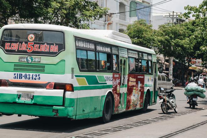 Từ sáng tới trưa chỉ có 4 khách, xe buýt ở Sài Gòn phòng dịch như thế nào trong ngày đầu hoạt động trở lại?-13