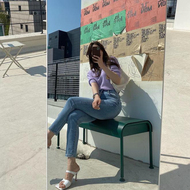 """Đây là kiểu giày được các BTV khẳng định là must-have"""" hè năm nay, gái Hàn cũng diện ầm ầm rồi bạn còn chờ gì mà không đu theo?-15"""