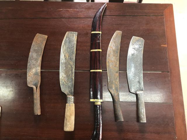 Bắt khẩn cấp đối tượng mang dao đi giải quyết mâu thuẫn-2