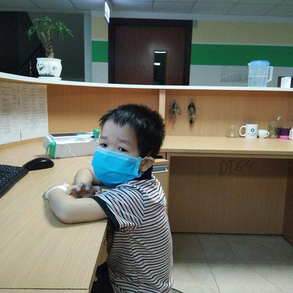 Bé trai 4 tuổi liên tục nôn, sốt cao, đi khám phát hiện viêm não vì lý do không ngờ-2