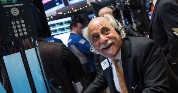 Hoạt động kinh doanh ở 1 số bang mở cửa trở lại, Dow Jones dù giảm điểm nhưng vẫn ghi nhận 4 phiên liên tiếp khởi sắc