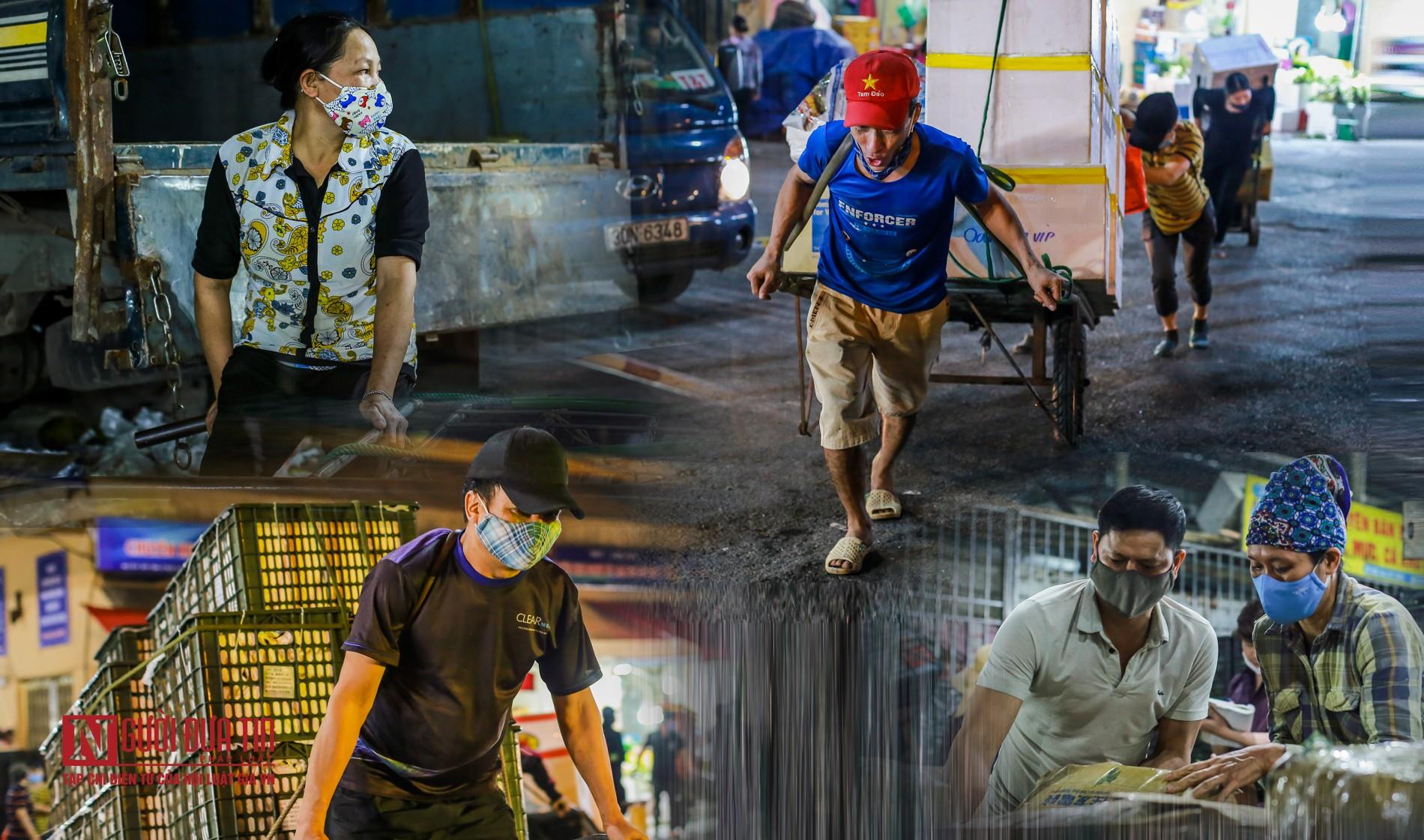 Người lao động vui vẻ kéo hàng trong đêm tại chợ hoa quả đầu mối-1