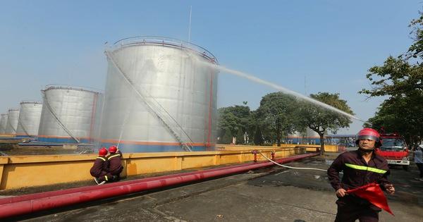 Kiểm tra an toàn phòng cháy chữa cháy tại Tổng kho xăng dầu Đức Giang