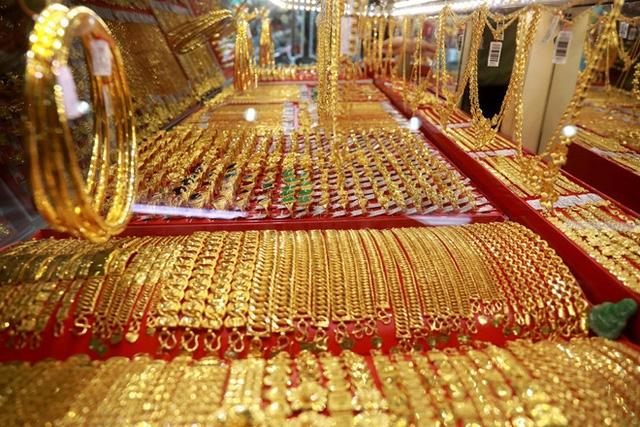 Giá vàng hôm nay 29/4: Vàng trong nước bật tăng, bỏ xa giá vàng thế giới-1