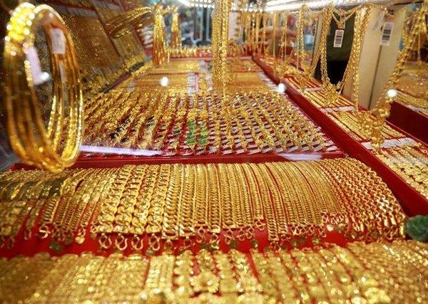 Giá vàng hôm nay 29/4: Vàng trong nước bật tăng, bỏ xa giá vàng thế giới