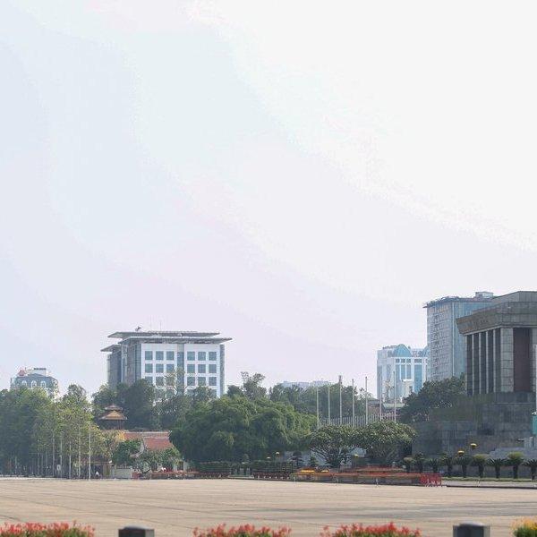 Hà Nội ngập tràn cờ hoa mừng 45 năm Giải phóng miền Nam, thống nhất đất nước
