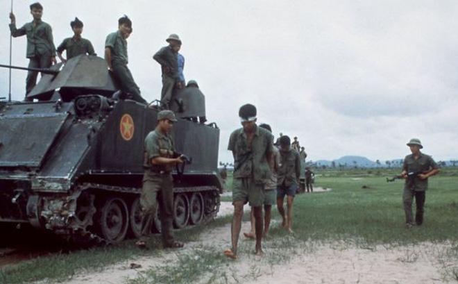Chiến trường K: Đặc nhiệm Quân tình nguyện VN tóm sống cận vệ, vây bắt