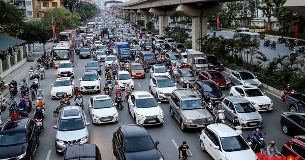 Người dân đổ dồn về quê nghỉ lễ, đường phố Hà Nội  đông nghịt người trở lại sau thời gian giãn cách xã hội