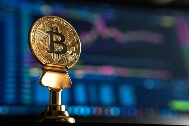 Tăng 'dựng đứng' 13%, Bitcoin vượt 8.700 USD                         -1