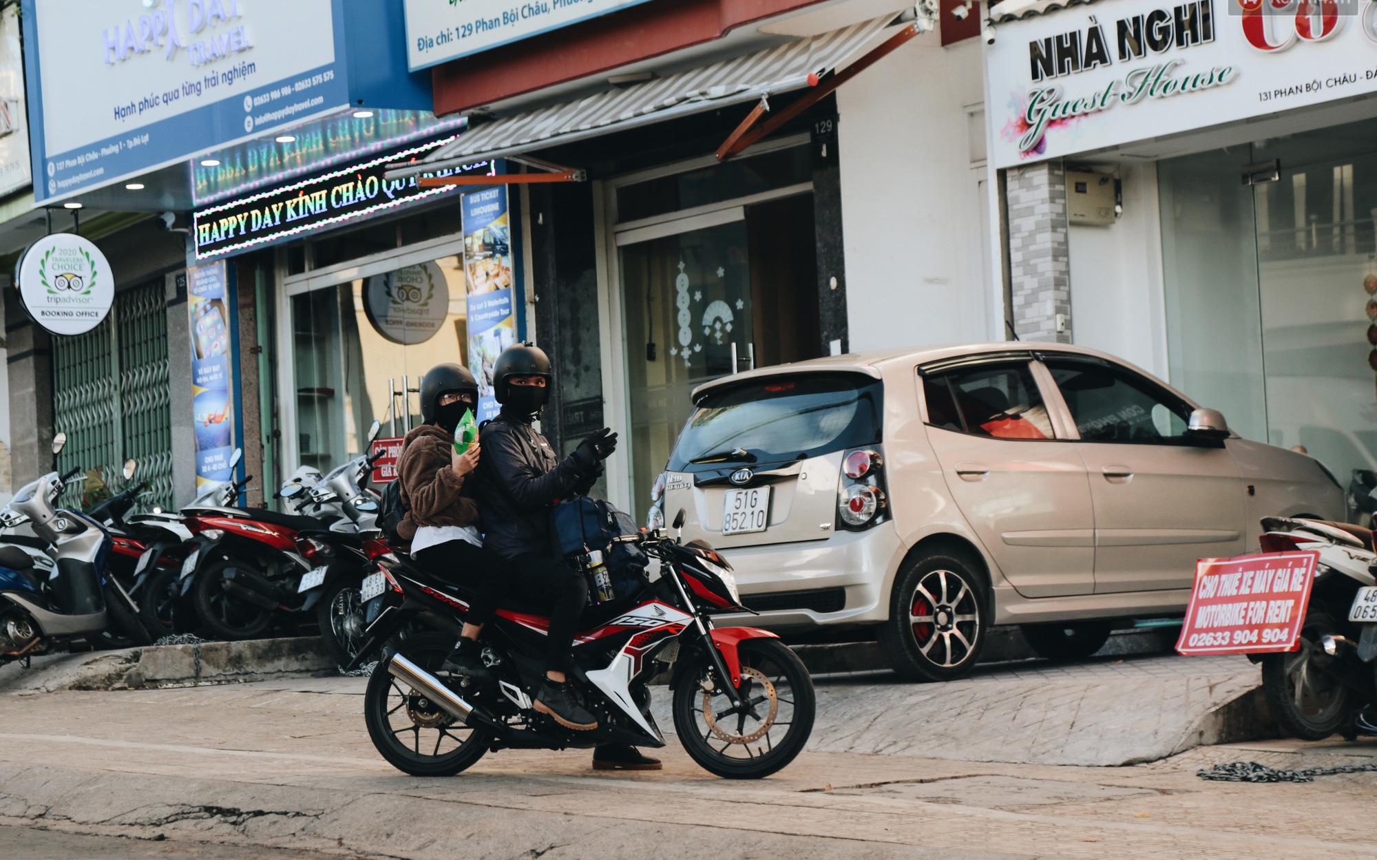 Khách du lịch tăng đột biến dịp nghỉ lễ, khách sạn ở Đà Lạt vẫn chưa