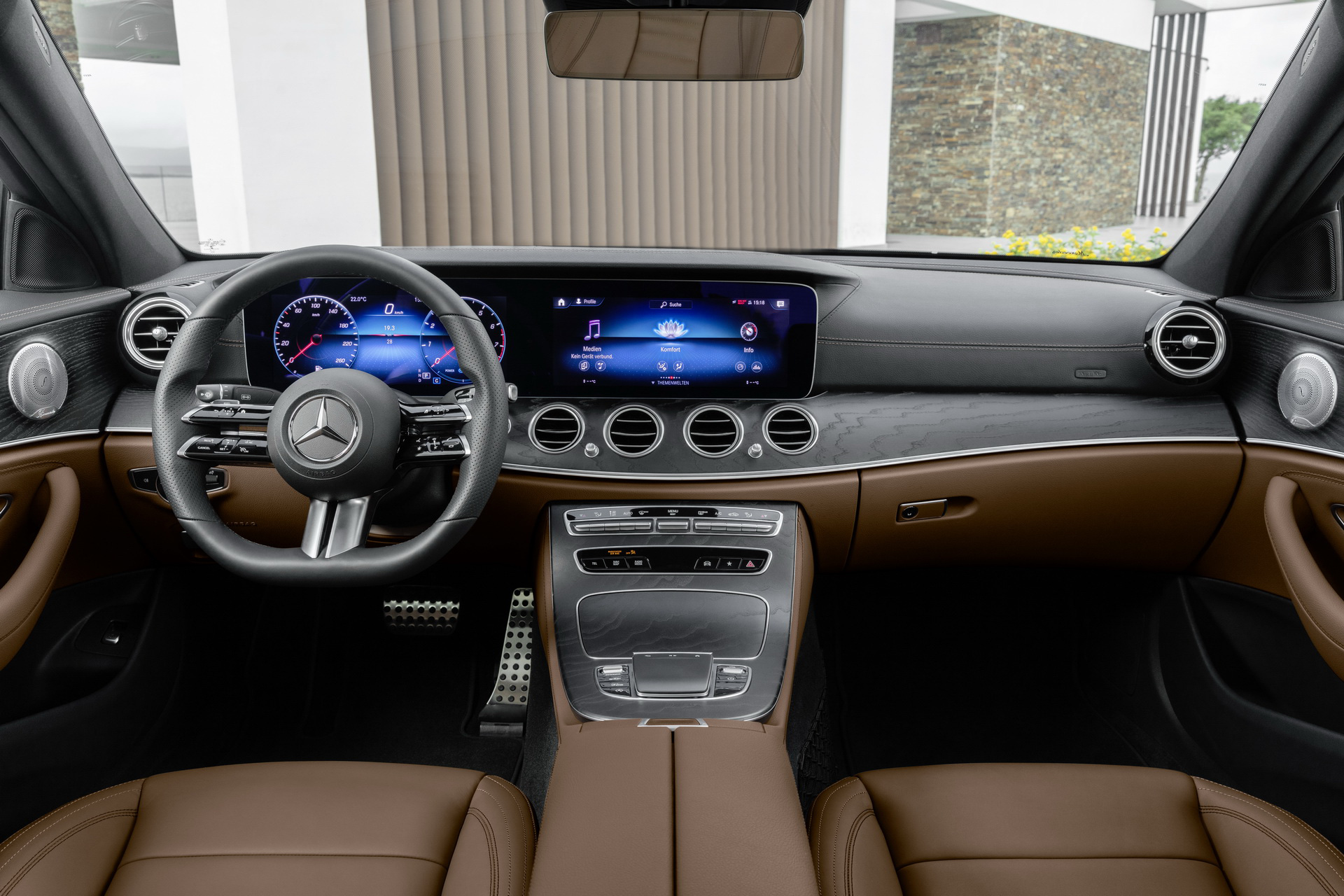 Mercedes-Benz E-Class mui trần lần đầu lộ diện trên đường phố-4
