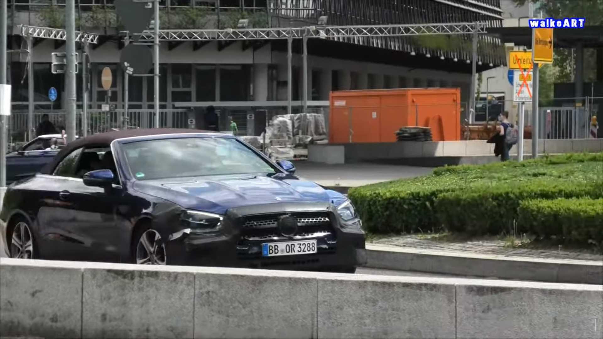 Mercedes-Benz E-Class mui trần lần đầu lộ diện trên đường phố-2