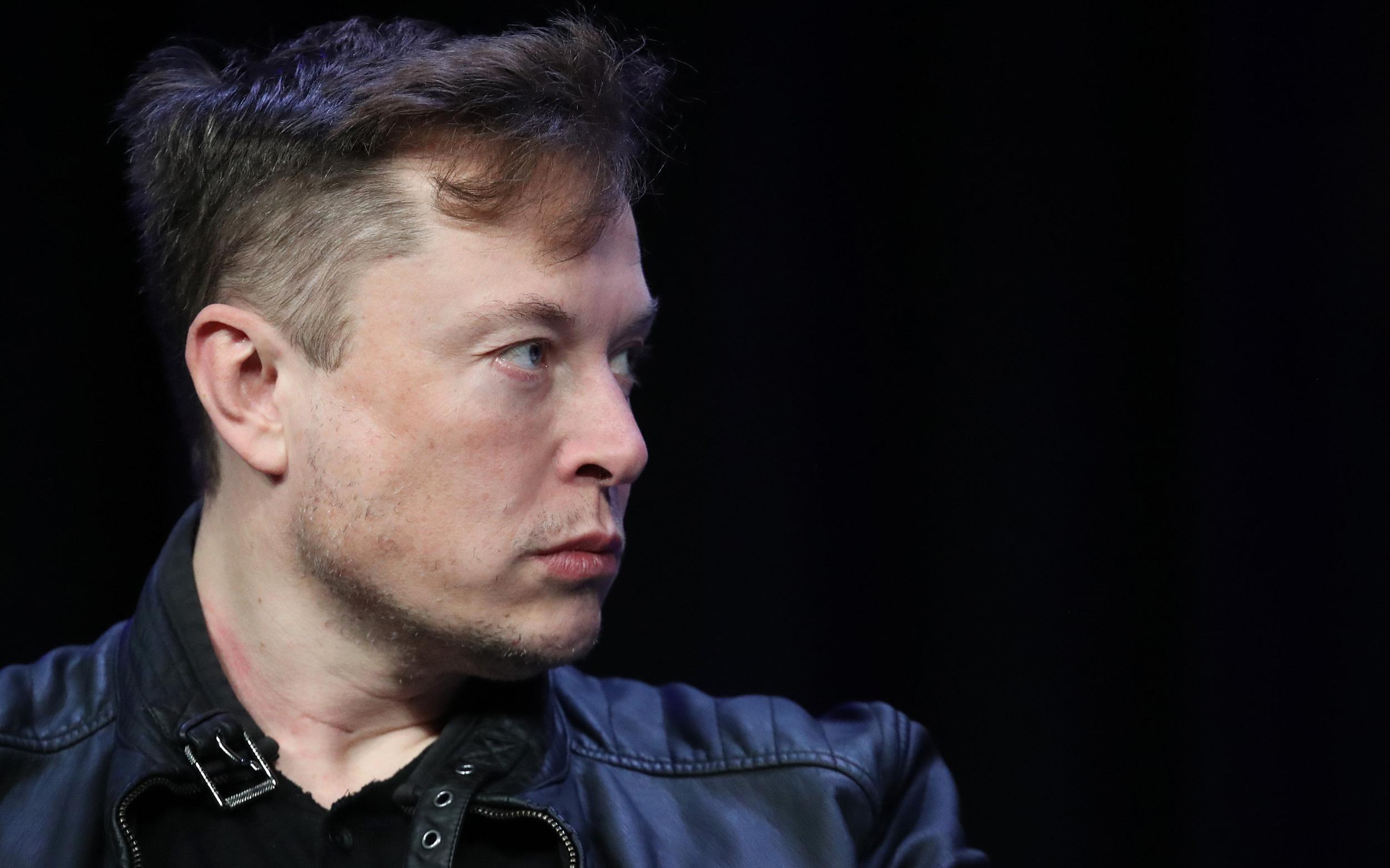 Elon Musk chửi thề khi nói về việc các nhà máy Tesla phải đóng cửa vì Covid-19