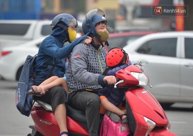 Người dân lỉnh kỉnh đồ đạc, ùn ùn đổ về quê bằng xe máy, xe con khiến đường vành đai tê liệt-9