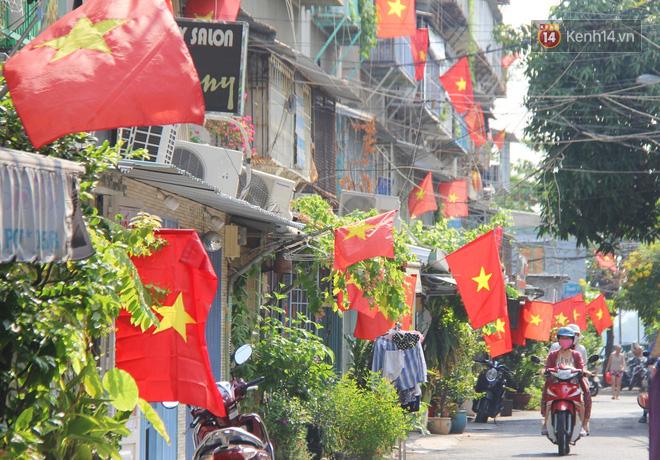 Ảnh: Ngắm một Sài Gòn yên bình trong sáng 30/4, mọi tuyến đường, góc phố phấp phới cờ hoa-13