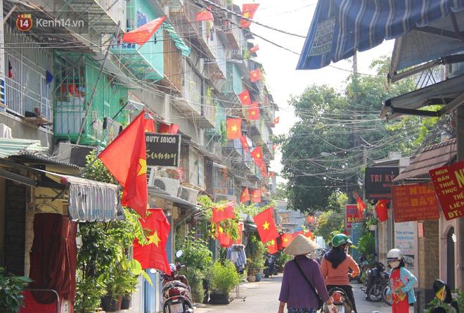 Ảnh: Ngắm một Sài Gòn yên bình trong sáng 30/4, mọi tuyến đường, góc phố phấp phới cờ hoa-11