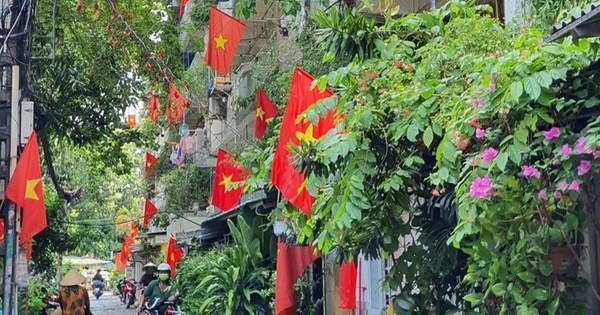 Ảnh: Ngắm một Sài Gòn yên bình trong sáng 30/4, mọi tuyến đường, góc phố phấp phới cờ hoa