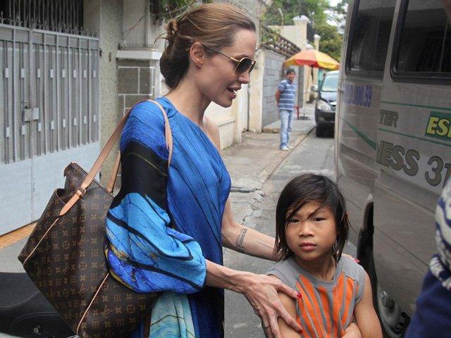Bé trai Việt được minh tinh Hollywood nhận nuôi, 13 năm sau thay đổi ngỡ ngàng-12
