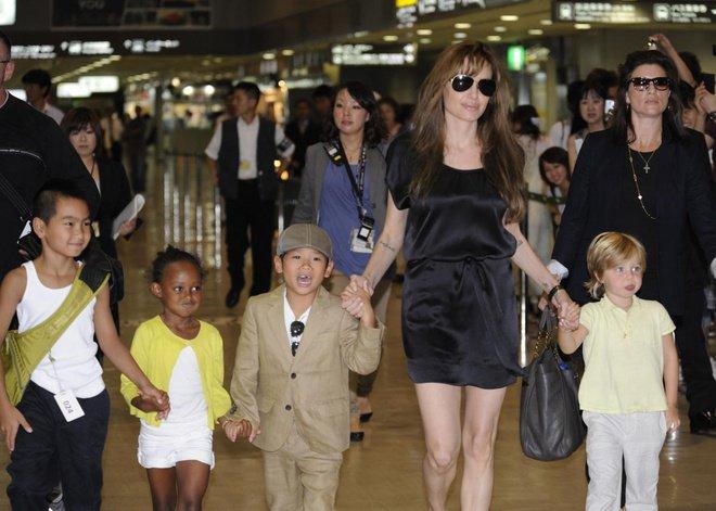 Bé trai Việt được minh tinh Hollywood nhận nuôi, 13 năm sau thay đổi ngỡ ngàng-6